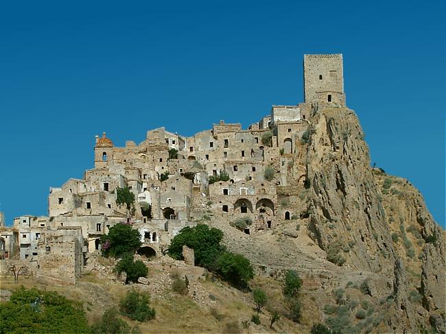 Da nord a sud ecco le città fantasma italiane che vorrai visitare
