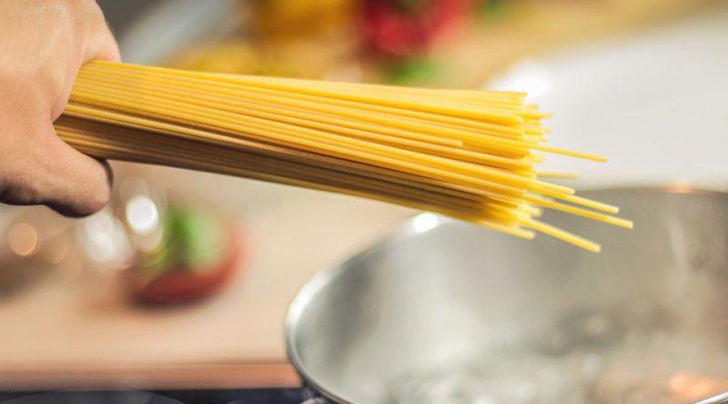 3 modi alternativi per riutilizzare l'acqua di cottura della pasta