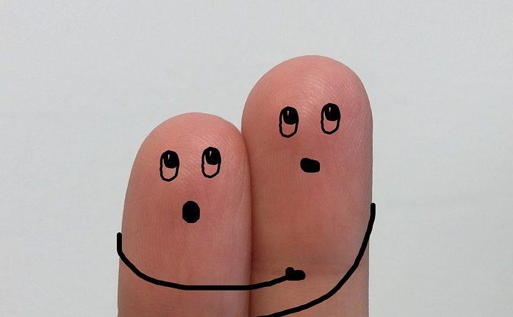 fa male scrocchiarsi le dita?